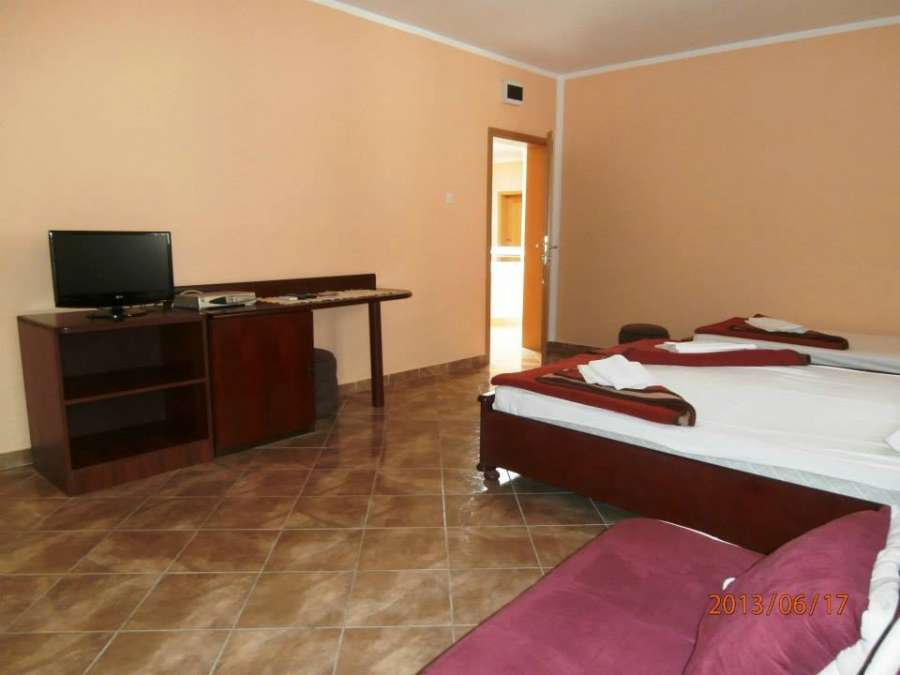 hotelinnormal042_3222.jpg