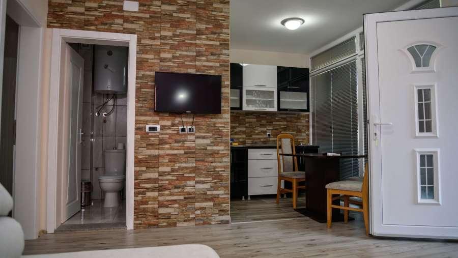 rooms1n_1763.jpg