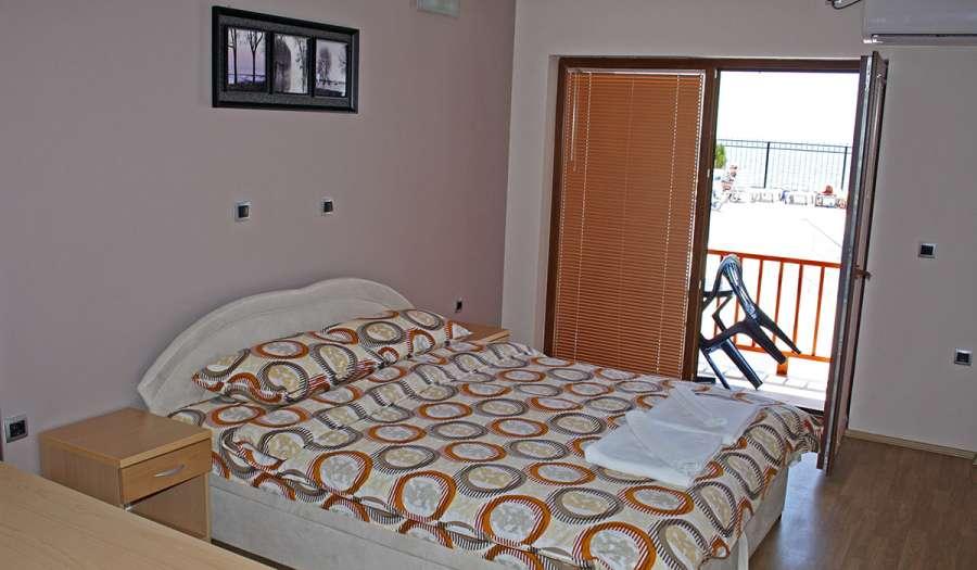rooms1_1784.jpg